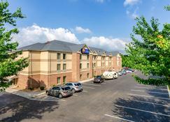 Comfort Inn and Suites Christiansburg I-81 - Christiansburg - Rakennus