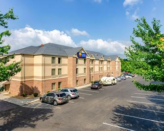 Comfort Inn and Suites Christiansburg I-81 - Christiansburg - Edificio