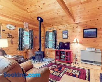 Maine Attraction - Greenville - Living room