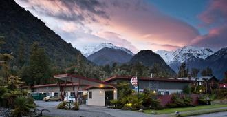 58 On Cron Motel - Franz Josef Glacier - Edificio