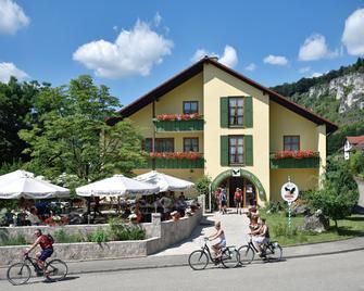 Landhotel Zum Raben - Kipfenberg - Building
