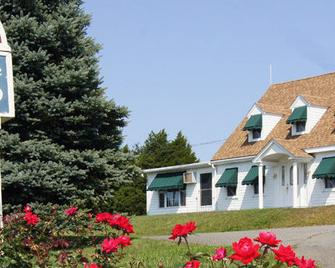 Blue Spruce Motel & Townhouses - Плімут - Building