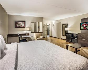 Red Roof Inn Plus+ Boston - Woburn/ Burlington - Woburn - Bedroom