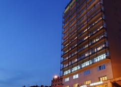 Hotel Neboder - רייקה - בניין