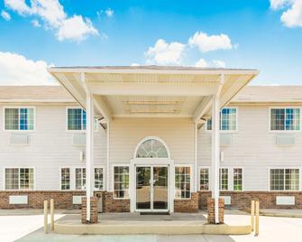 Super 8 By Wyndham Platte City/Kci Airport North - Platte City - Gebäude