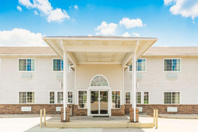 Super 8 By Wyndham Platte City/Kci Airport North - Platte City - Building