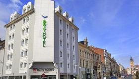 Brit Hotel Calais - Calais - Toà nhà