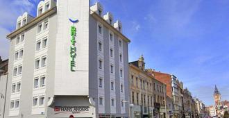 Brit Hotel Calais - Calais - Edificio
