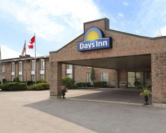 Days Inn by Wyndham Brantford - Brantford - Building
