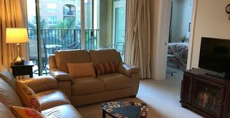 Resort Living in Downtown Fort Myers Overlooking the Riverfront - Fort Myers - Wohnzimmer