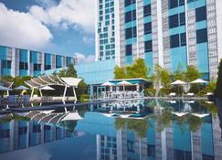 Crimson Hotel Filinvest City Manila - Muntinlupa - Piscina