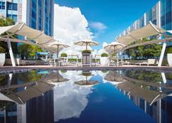 Crimson Hotel Filinvest City Manila - Muntinlupa - Pool