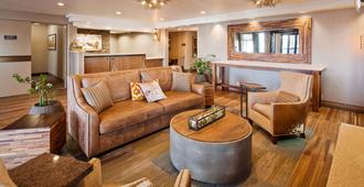 Best Western Plus Cottontree Inn - 愛達荷瀑布市 - 愛達荷福爾斯 - 客廳