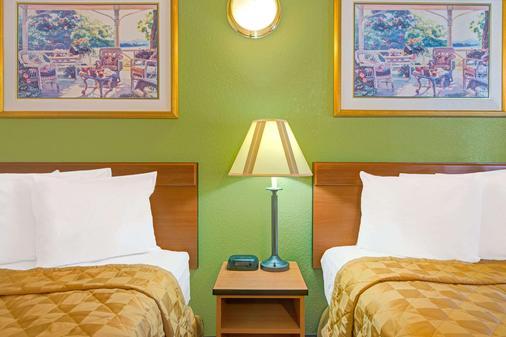 Travelodge by Wyndham Sacramento / Rancho Cordova - Sacramento - Bedroom