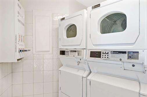 Travelodge by Wyndham Sacramento / Rancho Cordova - Sacramento - Laundry facility