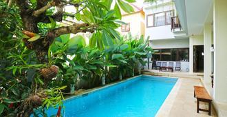 Jolie Hostel Jimbaran - South Kuta - Piscina