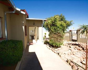 Mo-nize Villa Guesthouse - Otjiwarongo - Outdoors view