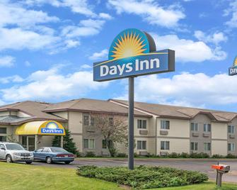 Days Inn by Wyndham West-Eau Claire - Eau Claire - Edificio