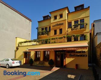 Hotel U Radnice - Laun - Gebäude
