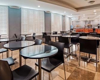 貝斯特韋斯特普勒斯阿維塔套房酒店 - 托倫斯 - 托倫斯 - 餐廳