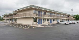 堪薩斯市北機場 6 號汽車旅館 - 堪薩斯市 - 堪薩斯城 - 建築