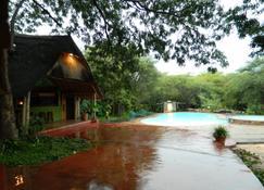 Kwalape Safari Lodge - Kasane - Zwembad