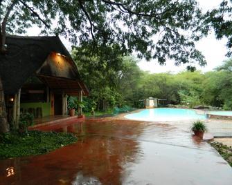 Kwalape Safari Lodge - Касане - Басейн