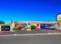 Bundaberg Coral Villa Motor Inn - Bundaberg - Building