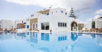 Naxos Holidays - นักซอส - สระว่ายน้ำ