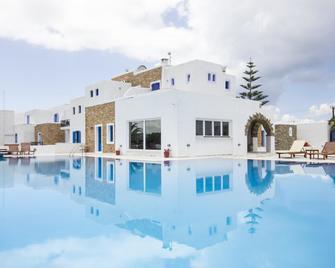 Naxos Holidays - Naxos - Piscina
