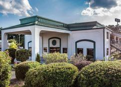 Quality Inn & Suites - Stockbridge - Rakennus
