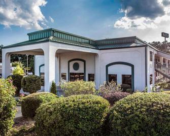 Quality Inn & Suites - Stockbridge - Gebouw