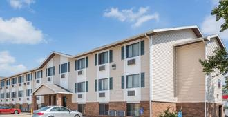 Super 8 by Wyndham Manhattan KS - Manhattan