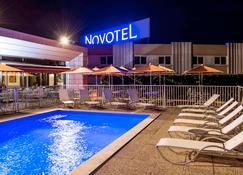 Novotel Macon Nord - Mâcon - Pool