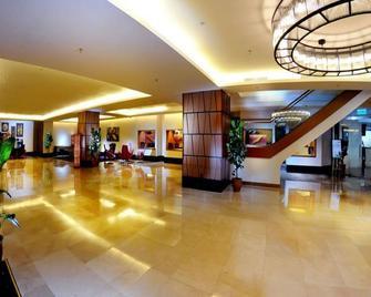 濱江大飯店 - 古晉 - 大廳