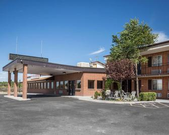 Econo Lodge Salina Scenic Route 89 & I-70 - Salina - Building