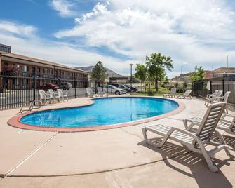 Econo Lodge Salina Scenic Route 89 & I-70 - Salina - Pool