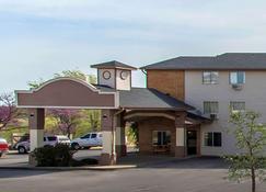 Econo Lodge Inn & Suites - Clinton - Building