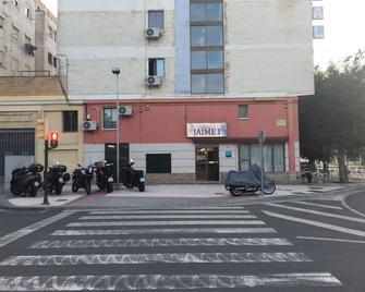 Hostal Jaime I - Уеска - Building