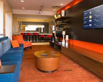 Courtyard by Marriott Kansas City East/Blue Springs - Blue Springs - Lobby