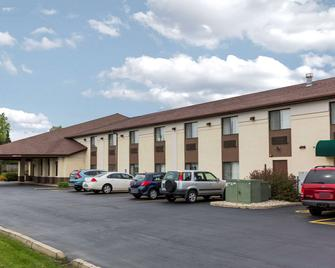 Quality Inn - Sycamore - Building