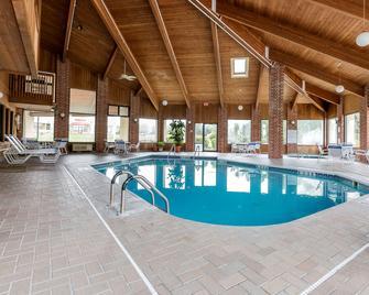 Quality Inn - Sycamore - Pool