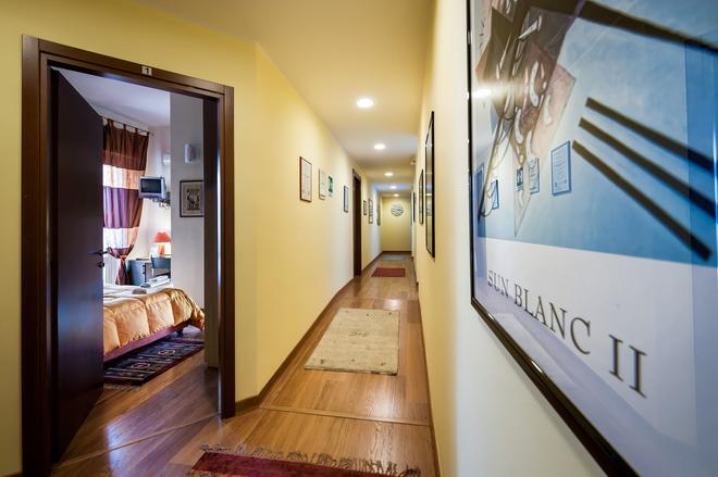 Sky Sleeping - Palermo - Hallway