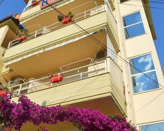 Hotel Ridal - Valona - Edificio
