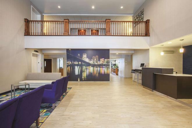 La Quinta Inn by Wyndham Richmond South - Richmond - Lobby