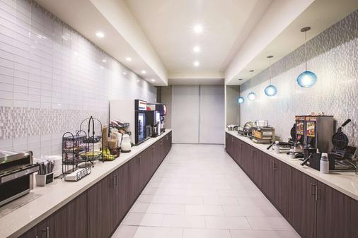 La Quinta Inn & Suites by Wyndham McAllen La Plaza Mall - McAllen - Buffet