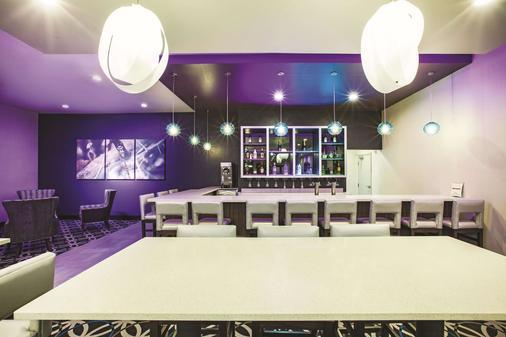 La Quinta Inn & Suites by Wyndham McAllen La Plaza Mall - McAllen - Bar