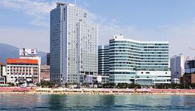 Haeundae Seacloud Hotel Residence - Busan - Beach