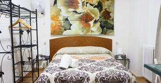 Valencia Suits You -Adultsonly- Check-In Express - Valencia - Bedroom