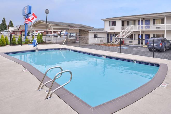 Motel 6 Salem - Expo Center - Salem - Uima-allas